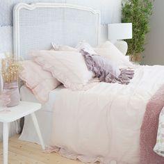 tagesdecke und kissenbezug mit volant und spitzenkante sweet boho trends zara home. Black Bedroom Furniture Sets. Home Design Ideas