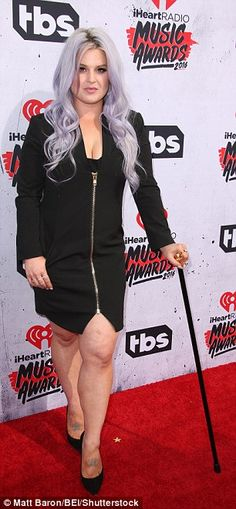 Kelly Osbourne uses a walking cane at the iHeart Radio Music Awards   Daily Mail Online