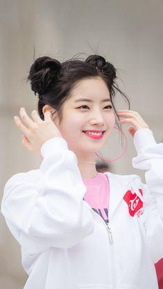 Dahyun Unnie is so cute ❀ Nayeon, Kpop Girl Groups, Korean Girl Groups, Kpop Girls, The Band, Tofu, Warner Music, Sana Minatozaki, Twice Once