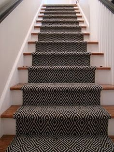 15 Creative Stair Runner Ideas that Will Make Your Staircase Look Stunning - Hau. 15 Creative Stair Runner Ideas that Will Make Your Staircase Look Stunning – Haus Dekoration Basement Stairs, House Stairs, Entry Stairs, Basement Carpet, Staircase Runner, Stair Carpet Runner, Carpet Treads For Stairs, Pattern Carpet On Stairs, Arquitetura