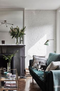 Just like the media mogul's personal style, this breezy Brooklyn apartment is designed to feel as good as it looks.  #scandinaviandesign #modernlivingroom #scandinavian