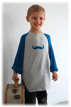 """T-shirt """"Deneb"""" de Grain de couture pour enfants avec une moustache en flex faite avec un pochoir """"Made for You"""""""