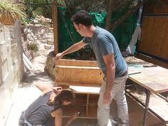 סדנת נגרות זוגית - בניית מטבח לילדים  www.wood-lift.com