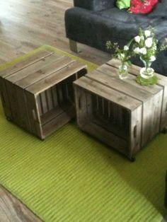 Eindelijk een salontafel! Gemaakt van oude kistjes (2 aan elkaar maken, wieltjes eronder en klaar!)