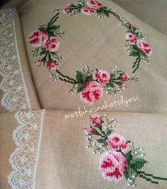 El Emeği Göz Nuru ✨ . . . . . . . Siparişini Almıyorum ✨ #kanaviçe#elemeği#elyapımı#handmade#etaminişleme#çeyiz#harikamodam Cross Stitch Borders, Modern Cross Stitch Patterns, Cross Stitch Flowers, Cross Stitch Designs, Cross Stitching, Embroidery Needles, Cross Stitch Embroidery, Brick Stitch, Embroidery Fashion