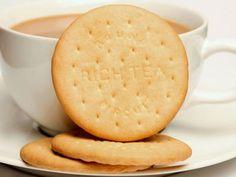 """Tomamos 5,29 kilos de galletas al año, según datos del Ministerio de Agricultura, Alimentación y Medio Ambiente. Una cifra que, por cierto, parece que va en aumento[i]. Supongamos que todas esas galletas fueran del tipo """"María"""" y que solo las consumieran los adultos. Saquemos la calculadora: cada kilo de galletas María tiene, exactamente, 4.543,6 kilocalorías, según datos del excelente libro """"Tabla de composición de los alimentos"""" coordinado por el Dr. Andreu Farran[ii].  Si multiplicamos…"""