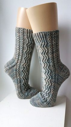 All Kinds of Hairstyles for Women - Best Trends Knitting Stitches, Knitting Socks, Free Knitting, Knitting Patterns, Crochet Socks, Knit Crochet, Cool Socks, Ravelry, Decoration