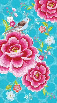 Schöne Handtücher »Birds in Paradise« der Marke PiP Studio. Bringen Sie Farbe in Ihr Badezimmer! Die lieblich gestalteten Handtücher helfen Ihnen dabei. Farbenfroh gefiederte Paradiesvögel, die aus wunderbar filigranen Vogelkäfigen geschlüpft sind, tummeln sich zwischen üppiger Blütenpracht. Die Tücher sind aus 100% Baumwolle hergestellt, was die Frotteevelours Qualität schön kuschelig weich we...