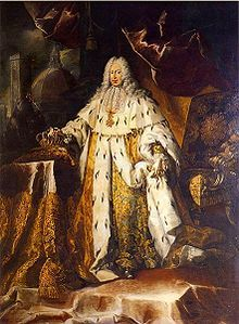 A peri-wigged man is resplendent in gold, ermine-fringed coronation robes. The man holds the royal sceptre of Tuscany in his right hand; at the same time clenching the royal crown. The cross of the order of Saint Stephen Pope and Martyr adorns his neck. The Cathedral of Santa Maria del Fiore lies crumbling against a dark sky outside the window.