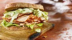 Dinde en sandwich chaud, salade d'asperges crémeuse  | Recettes | Signé M