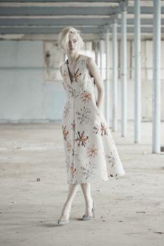 Vika Gazinskaya Fall 2015 Ready-to-Wear Collection - Vogue High Fashion, Fashion Show, Womens Fashion, Fashion Design, Russian Fashion, Textiles, Fashion Lookbook, Fall 2015, Formal