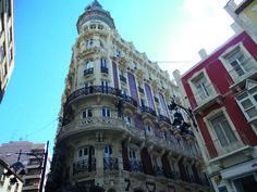 AD04: Cartagena: een verrassende culturele stad met een grote haven, een levendige binnenstad met mooie art deco gebouwen en historische momumenten.