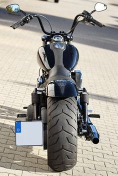Street Bob fat rear tyre #harleydavidsonsoftailstreetbob