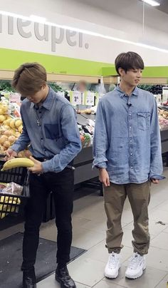 ‪ ★ JiKook ★ ‬Jimin and Jungkook food shopping Kim Namjoon, Jimin Jungkook, Bts Bangtan Boy, Foto Bts, Bts Memes, Kpop, Jeongguk Jeon, Bts Maknae Line, Bts Lockscreen