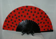 flamenco fan with polka dots. Hand Held Fan, Hand Fan, Paper Fans, Connect The Dots, Hot Flashes, Black White Red, Diy Craft Projects, Ladybug, Polka Dots