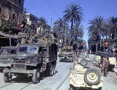 vintage everyday: Color Photos of Tunisia and Libya in the North African Campaign of World War II, 1943 Military Jeep, Military Vehicles, Afrika Corps, North African Campaign, Erwin Rommel, Photos Originales, Man Of War, Ww2 Photos, Life Magazine