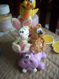 critter stack of chick, bunny, bear & a hippo. Polymer Clay Ornaments, Polymer Clay Charms, Polymer Clay Projects, Clay Crafts, Jumping Clay, Paper Clay, Clay Art, Biscuit, Polymer Clay Animals