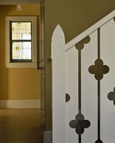 Quatrefoil cutouts on stairway pickets, quatrefoil stained glass window - House on Stage Island - Polhemus Savery DaSilva Front Porch Railings, Stair Railing, Front Door With Screen, Balustrades, Cottage Porch, White Picket Fence, Farmhouse Front, Street House, Decks And Porches