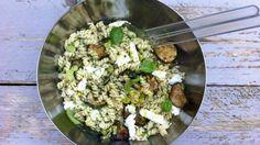 Vegetarische pastasalade met tuinbonen, courgette en mozzarella