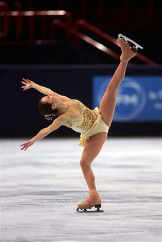 November 19, 2005; Paris, France; Figure skating star SASHA COHEN of USA skates to silver in ladies figure skating at Trophee Eric Bompard, ISU Paris Grand Prix competition.  Cohen is one of the favorites for medals in ladies at the Torino 2006 Olympics. Mandatory Credit: Tom Theobald/ Copyright 2005 Tom Theobald