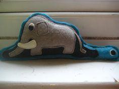 El elefante y la boa ~ Mujer que sabe latín...