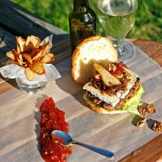 Click on the pic to find out how #freshlyblogged contestant Natasha Silva takes the burger to new, gourmet heights! #picknpay #recipe