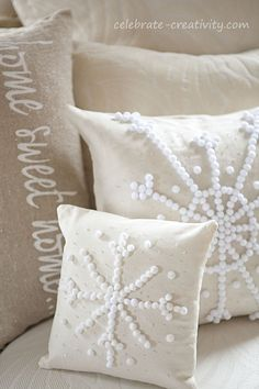 snowflakes are falling but this SNOWFLAKE PILLOW will warm your heart. Super easy to make and gift. Snowflake Pillow, Indoor Christmas Decorations, Diy Christmas Pillows, Snow Flakes Diy, Pottery Barn Inspired, Christmas Sewing, Diy Weihnachten, Diy Pillows, Holiday Crafts