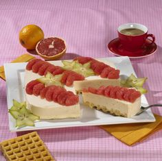 Unser beliebtes Rezept für Pink-Grapefruit-Torte und mehr als 55.000 weitere kostenlose Rezepte auf LECKER.de.