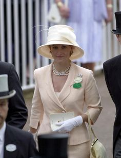ASCOT, UNITED KINGDOM - JUNE 20, 2000: Sophie, Countess Of Wessex At Royal Ascot, Berkshire. She Is Wearing A Necklace That Is Reported To Have Been A Wedding Anniversary Gift From Her Husband (Photo by Tim Graham/Getty Images)
