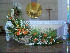 kompozycje na ołtarz - ślub - lilie, mieczyki, margaretki