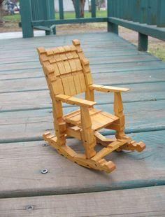 Deze kleine pop schommelstoel bestaat uit houten wasknijpers!  Een enigszins ongelijke laagje vernis heeft gekregen en er zijn enkele zwarte vlekken op de onderkant van de rockers.  Its 6,25 op de hoogste, 3 op het breedste, de rockers 5,75 lang, en de zetel zelf is 2.75 diep door 2 brede.    72