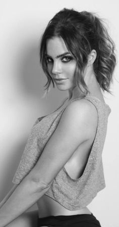 Jillian Murray photos, including production stills, premiere photos and other…