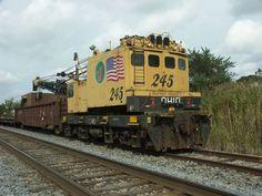 Elgin Joliet & Eastern Railway 245 Ohio Locomotive Crane.--- USA Ho Trains, Model Trains, Work Train, Rail Car, Train Pictures, Model Train Layouts, Diesel Locomotive, Training Equipment, Heavy Equipment