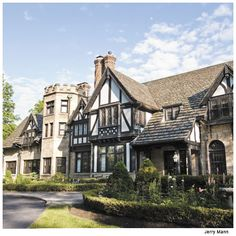 The Von Swiregen Mansion on South Park Boulevard. My fav jogging route & house I would drive by as a kid and dream of living in.