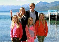 Koning Willem Alexander,Koningin Máxima en de drie Prinsessen. dec 2014