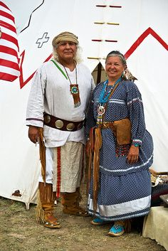 love the outfits, beats vest and baggy shorts and trainers any day Lipan Apache The male Is Richard Gonzalez Apache Native American, Apache Indian, Native American Regalia, Native American Photos, Native American History, Native Indian, Aboriginal People, Indian Heritage, American Spirit