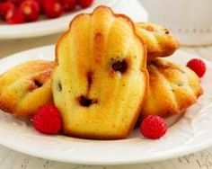 The Big Diabetes Lie- Recipes-Diet - Madeleines sans sucre aux framboises : www.fourchette-et. - Doctors at the International Council for Truth in Medicine are revealing the truth about diabetes that has been suppressed for over 21 years. Desserts With Biscuits, Ww Desserts, Dessert Recipes, Healthy Drinks, Healthy Recipes, Dessert Healthy, Diet Recipes, Pie Co, Biscuit Cake