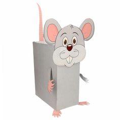 Muis / rat zelf maken knutselpakket / Sinterklaas surprise. Compleet basis bouwpakket om een muis te kunnen maken zoals op de afbeelding. Dit pakket bestaat uit de basismaterialen en instructies die u nodig heeft om een muis te knutselen van ongeveer 41 x 16 x 35 cm. Daarna kunt u de surpise naar eigen wens versieren en personaliseren. Extra nodig: - Lijm - Schaar - Plakband / tape Ruimte voor kado: In het doosje is een ruimte van ongeveer 35 x 24 x 12 cm.