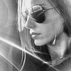 """¡Buenos días y feliz día de todos los Santos ! Cogiendo energía del sol,  en un rato me marcho a Valencia con """"El clan de las divorciadas """" Recordad que hoy hay un nuevo capi de LQSA y antes a las 19h NUEVO vídeo en mi canal de YouTube ¡Besos ! #madrid #viaje #gira #Lqsa #elclandelasdivorciadas #youtuber #youtube #vanesaromero #photography #rodaje #serie #comedia"""