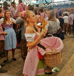 What the Tie On Your Oktoberfest Dirndl Says About You
