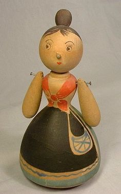 Designer, Kaj Franck has designed this wooden doll at forties in Finland Lathe Projects, Wood Turning Projects, Wooden Projects, Wooden People, Toy Theatre, Wood Worker, Kokeshi Dolls, Wood Lathe, Wooden Dolls