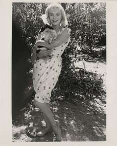 Marilyn Monroe holding a dog on the set of The Misfits.