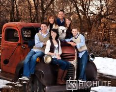 Family pic, dogs included, on old truck. Vintage Family Pictures, Family Christmas Pictures, Family Pics, Christmas Pics, Christmas Truck, Xmas, Photography Mini Sessions, Photography Pics, Photo Sessions
