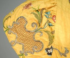 METALLIC EMBROIDERED SILK VESTMENT, PROBABLY FRENCH, c. 1725. - Price Estimate: $2500 - $3500