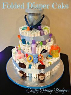 I love making diaper cakes. I actually planned on making a ton of mini diaper cakes for my friend's king of the jungle baby shower as pa. Cadeau Baby Shower, Baby Shower Niño, Shower Bebe, Baby Shower Diapers, Baby Shower Cakes, Diaper Cakes Tutorial, Diy Diaper Cake, Mini Diaper Cakes, Nappy Cakes