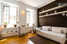 Wohnung in Lissabon, Portugal. When you arrive you will find a friendly and cozy apartment, set in a completely refurbished building, where you will feel the atmosphere and the environment to be accommodated in one of the most typical neighborhoods of Lisbon. The apartment is ...