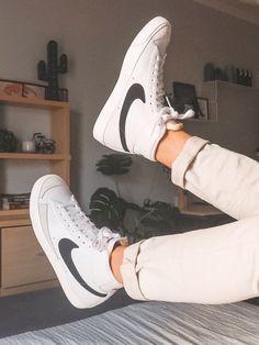 Cute Sneakers, Sneakers Nike, Nike Blazers Outfit, Sneakers Fashion, Fashion Shoes, Sport Mode, Jordan Shoes Girls, Kicks Shoes, Nike Air Shoes