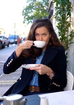Coffee & Pancake Break - denim on denim with a classy dark blue blazer ~ The Londoner ~ denim fashion style Prep Style, Classic Style, Style Me, Preppy Mode, Daniel Wellington, London Fashion, Autumn Winter Fashion, Personal Style, Shoes