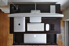 """Picture I took with a different point of view.    The Lab:   - iMac 27"""" 3.2   - iPad 64GB  - MacBook Pro 17"""" 2.53  - Apple iPhone 4 16GB  - Apple Magic mouse  - Apple Wireless keyboard  - LaCie HD 500GB  - Tin cup with writing utensils"""