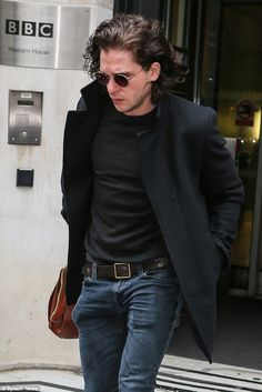 Game of Thrones' Kit Harington shows off clean shaven look in London Kit Harington, Kit Rose, Game Of Throne Actors, Clean Shaven, Hottest Male Celebrities, Gentleman Style, Modern Man, New Look, Sexy Men